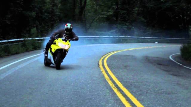 INSANE MOTORCYCLE DRIFTING ON CURVY STREETS!